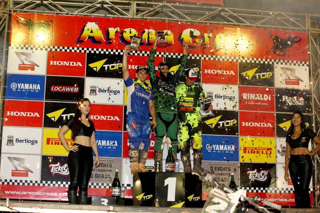 Uma festa portuguesa com certeza! Europeu dá show no Arena Cross e vence as duas corridas da Pró.