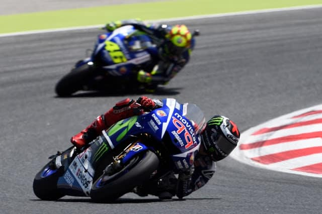Jorge Lorenzo vence a quarta seguida e cola em Rossi na briga pela liderança