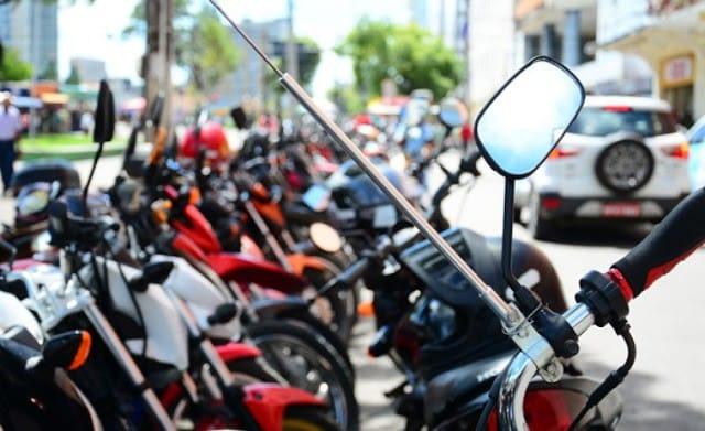 Alerj aprova lei que obriga motos a terem antenas contra linha com cerol