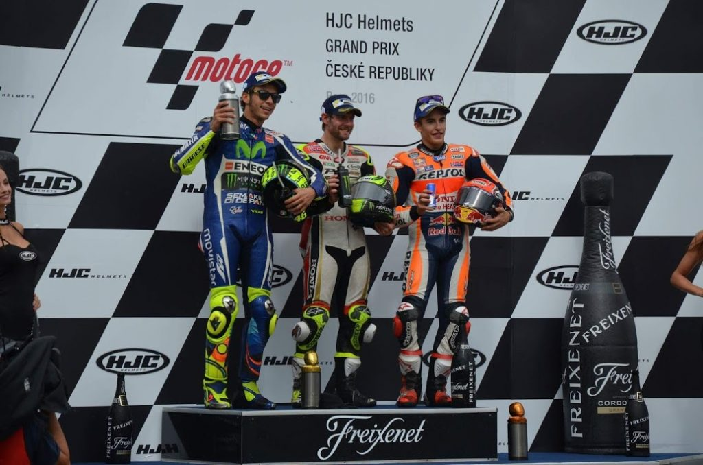 Pódio do MotoGP da República Tcheca: Crutchlow, Rossi e Márquez