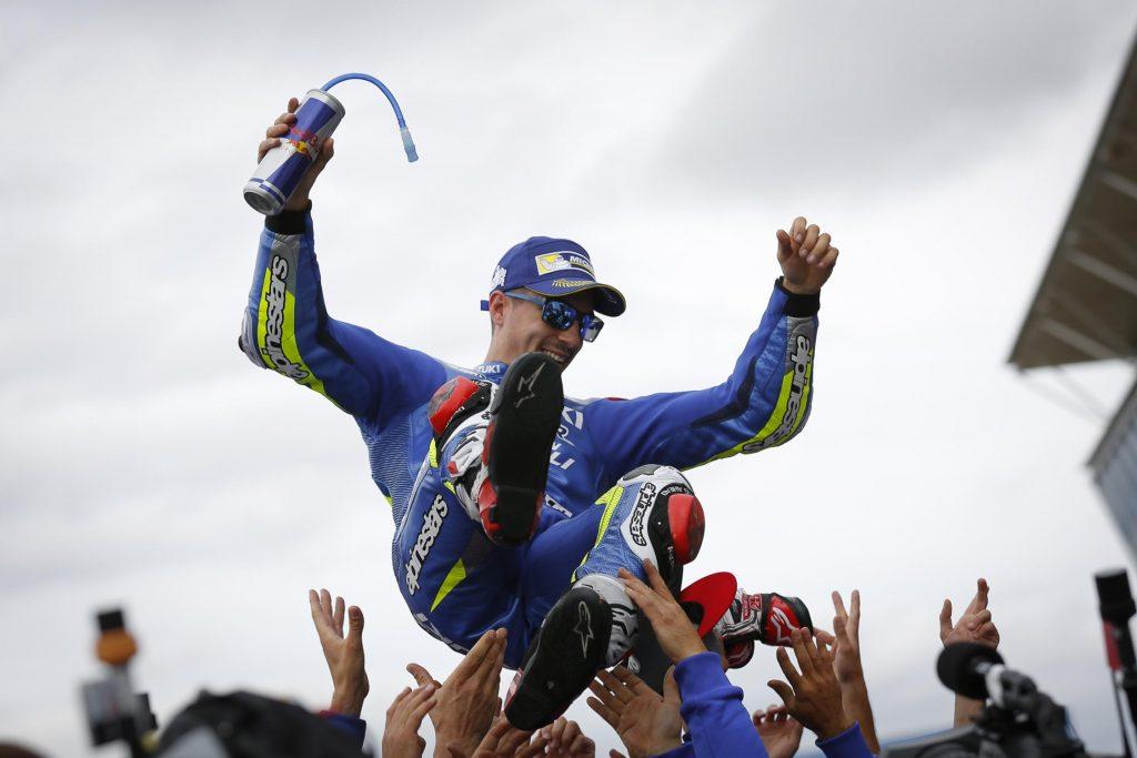 MotoGP de Silverstone: festa para Viñales. O jovem piloto de 21 anos vence pela primeira vez na categoria principal