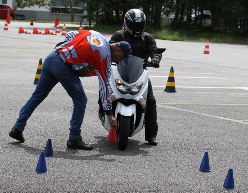 Yamaha forma instrutores com foco na pilotagem de Scooters