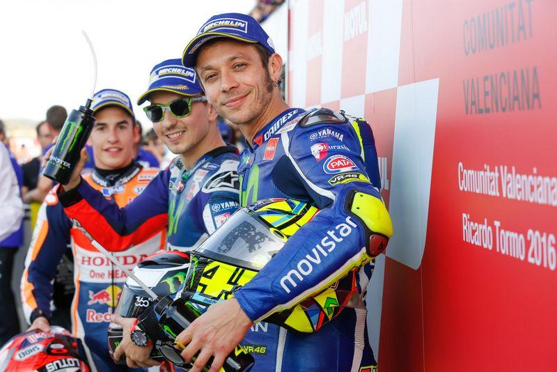 Rossi assina contrato para permanecer mais dois anos com a Yamaha