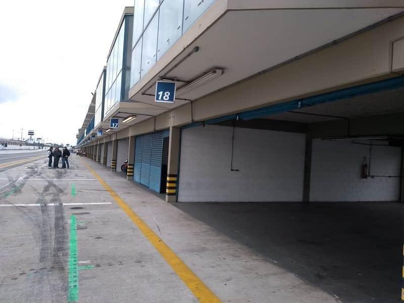 Alguns boxes estavam vazios no Autódromo de Curitiba