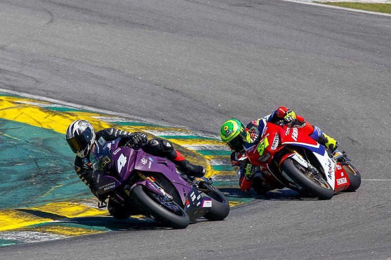 Eric Granado e Alex Barros travam duelos emocionantes no SuperBike Brasil