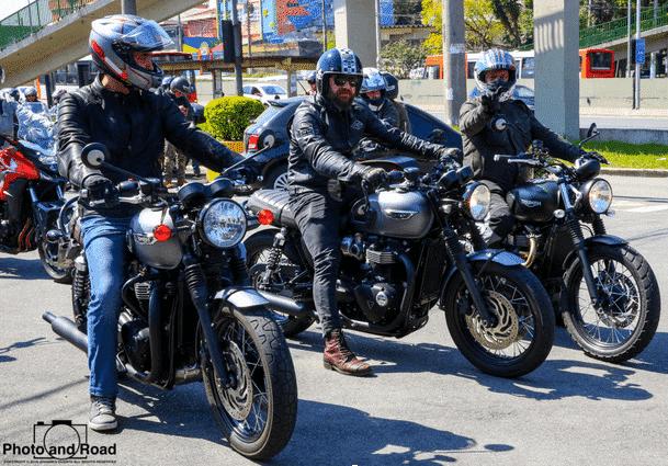 Terceiro passeio de clássicas da Triumph reúne quase 100 motos