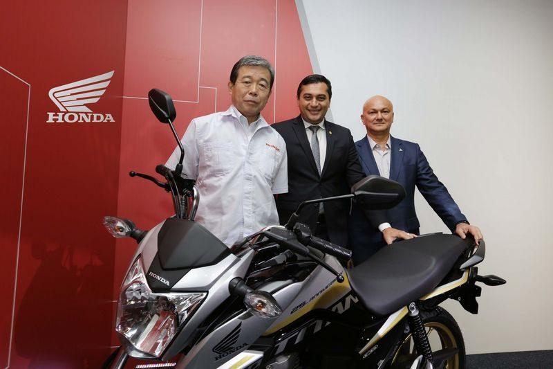 Da esquerda para a direita: Issao Mizoguchi, presidente da Honda South America, Wilson Lima. Governador do Amazonas e Alfredo de Menezes Júnior, Superintendente da Suframa
