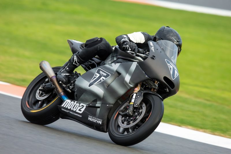 motor Triumph 765 cc na Moto2