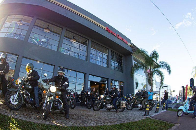 Royal Enfield recebe motociclistas com festa julina em comemoração ao Dia do Motociclista