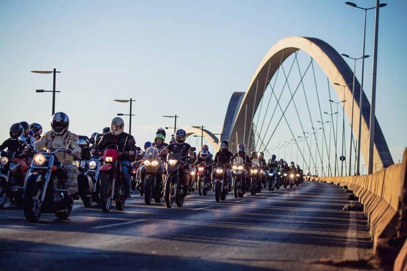 Cerca de 50 mil motos se reuniram no maior passeio motociclístico do mundo para celebrar a data e as conquistas do mundo das duas rodas no dia 27 de julho, o dia do motociclista e último dia do festival Brasília Capital Moto Week.