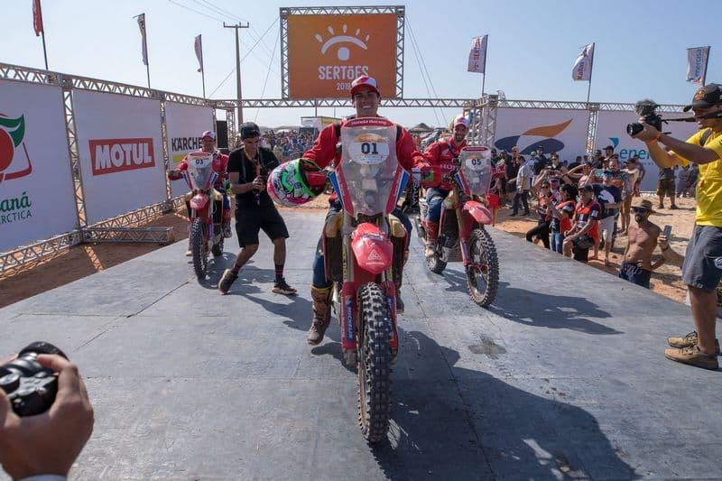 Tunico Maciel foi o vencedor do Rally dos Sertões 2019 na categoria motos. O piloto da Honda sofreu uma queda neste sábado (7/11).
