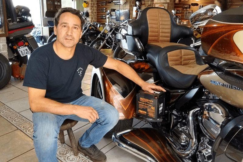 Celio Dobrucki ente suas motos customizadas