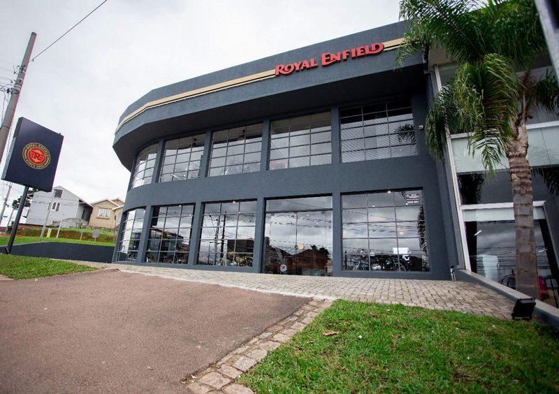 Evento ocorre na loja da Royal Enfield em Curitiba, que fica na Mário Tourinho (Créd. Atomus Agência)