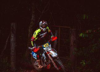 Rodar com a motocicleta mantém a bateria da moto carregada