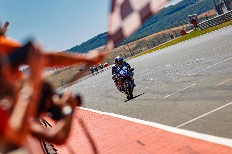Meikon Kawakami venceu a etapa do Campeonato Espanhol no último final de semana e está pronto pra estrear no Mundial de Superbike SSP300 Foto: Rodrigo Merino
