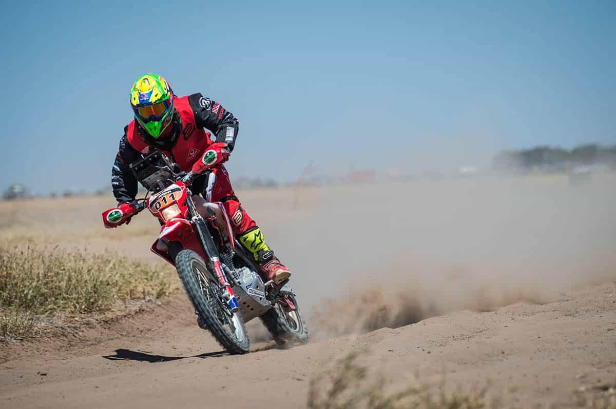 Bissinho Zavatti, da equipe Honda Racing, acelera a CRF 250F no Rally Jalapão 2020. Crédito: Gustavo Epifânio/Mundo Press