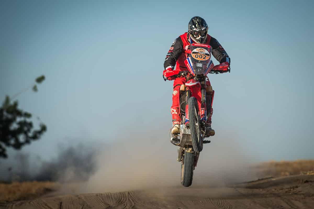 Gregório Caselani, da equipe Honda Racing, acelera a CRF 450RX no Rally Jalapão 2020. Crédito: Gustavo Epifânio/Mundo Press