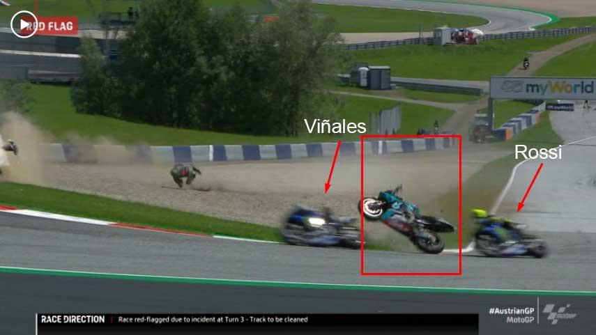 Um dos acidentes mais assustadores da história da MotoGP, entre Morbidelli e Zarco. A moto de Morbidelli passa entre Vinales e Rossi.