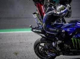 "GP da Áustria. Vinales se protege enquanto a moto de Zarco passa ""acima"" dele"