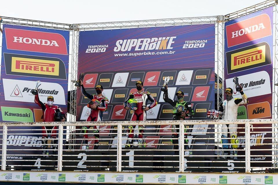Pódio em Goiânia: Eric Granado, Pedro Sampaio, Matheus Barbosa, Julio Fortunato e André Verissimo
