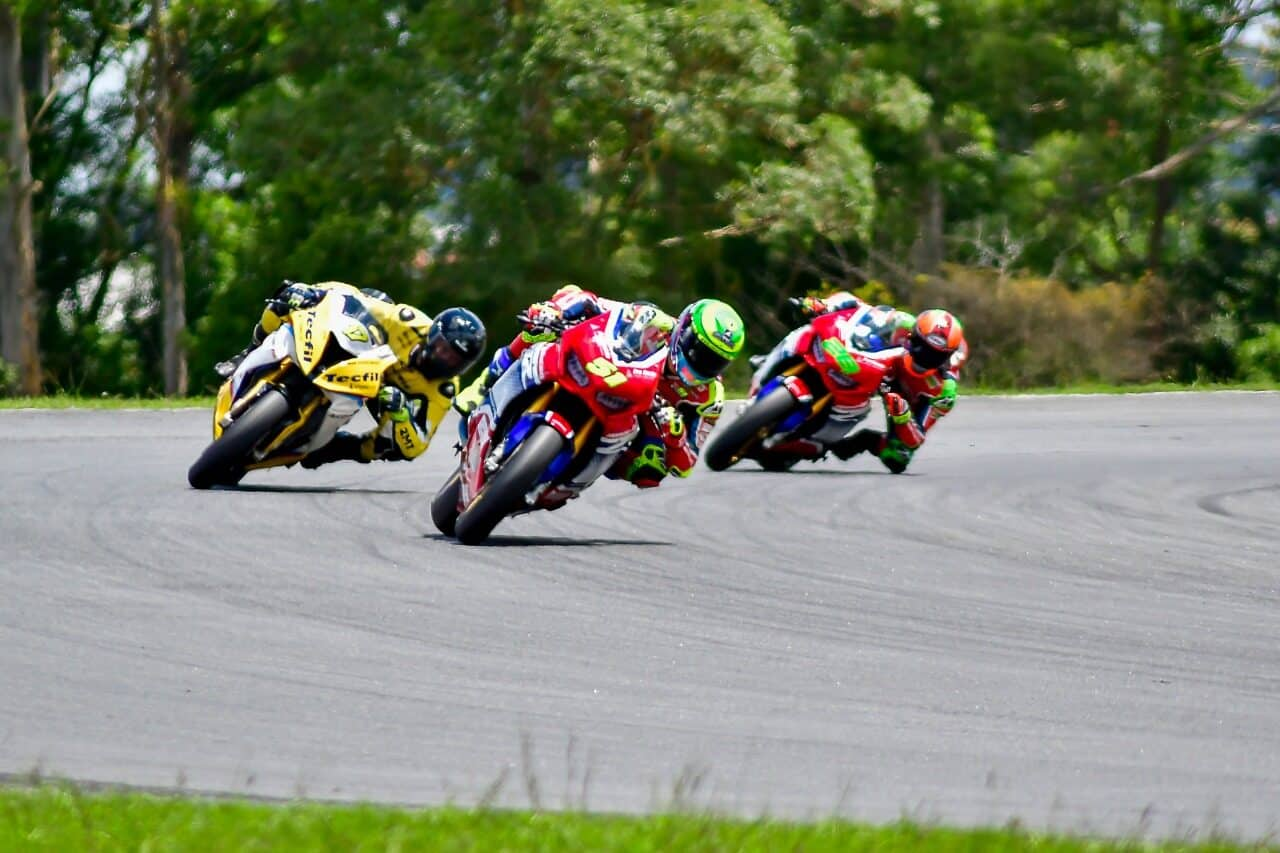 Eric Granado, da equipe Honda Racing, vence a corrida da sexta etapa do SuperBike Brasil 2020, em Pinhais (PR). Crédito: Ricardo Santos/Mundo Press