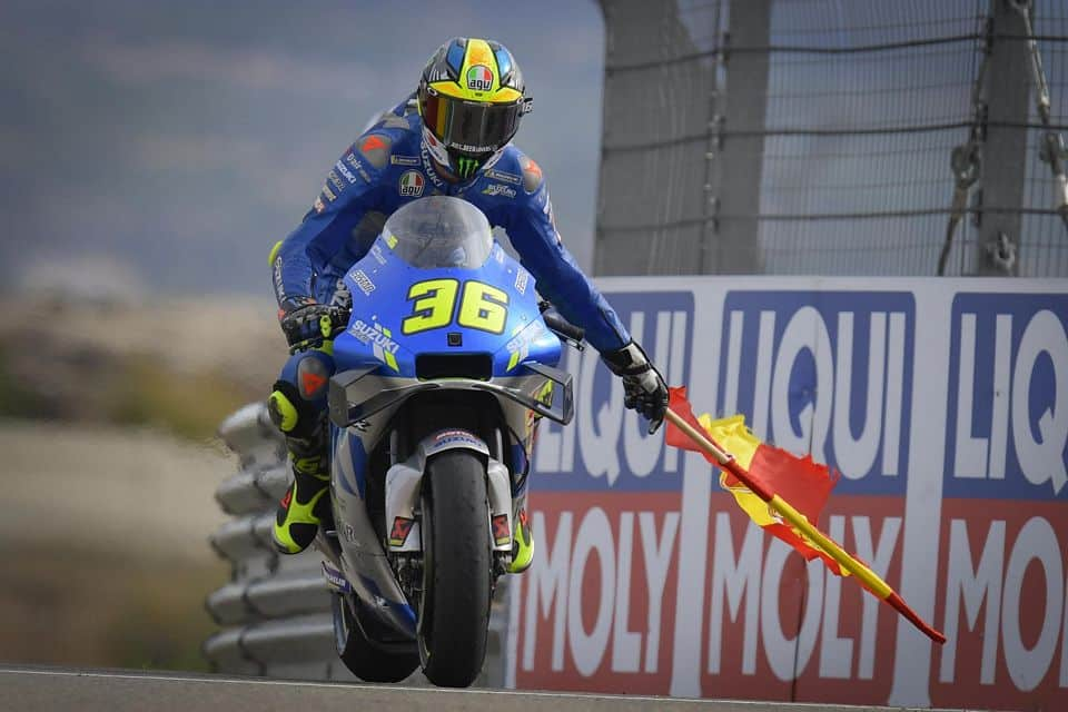 O piloto da Suzuki, Joan Mir, conquista o título em Valência, cruzando a linha de chegada em sétimo após uma campanha consistente