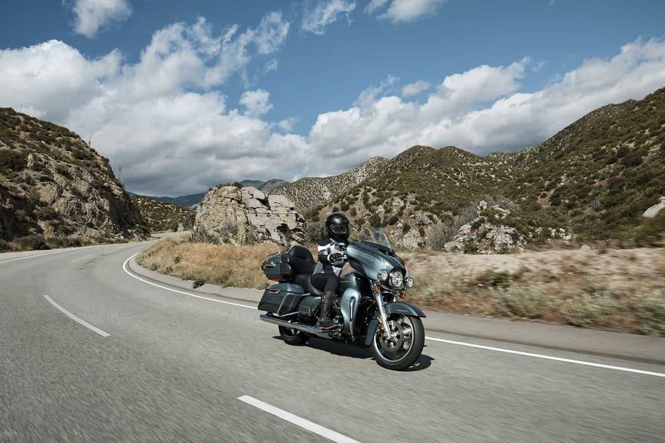 Quanto menos surpreso você ficar com algo em seu caminho, mais tempo terá para reagir. Um mínimo instante pode fazer a diferença - H-D Ultra Limited Harley-Davidson do Brasil/Divulgação