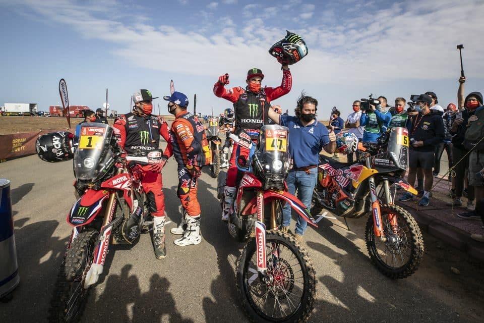 Argentino Kevin Benavides é campeão e Ricky Brabec, dos Estados Unidos, confirma o segundo lugar na corrida mais difícil do mundo