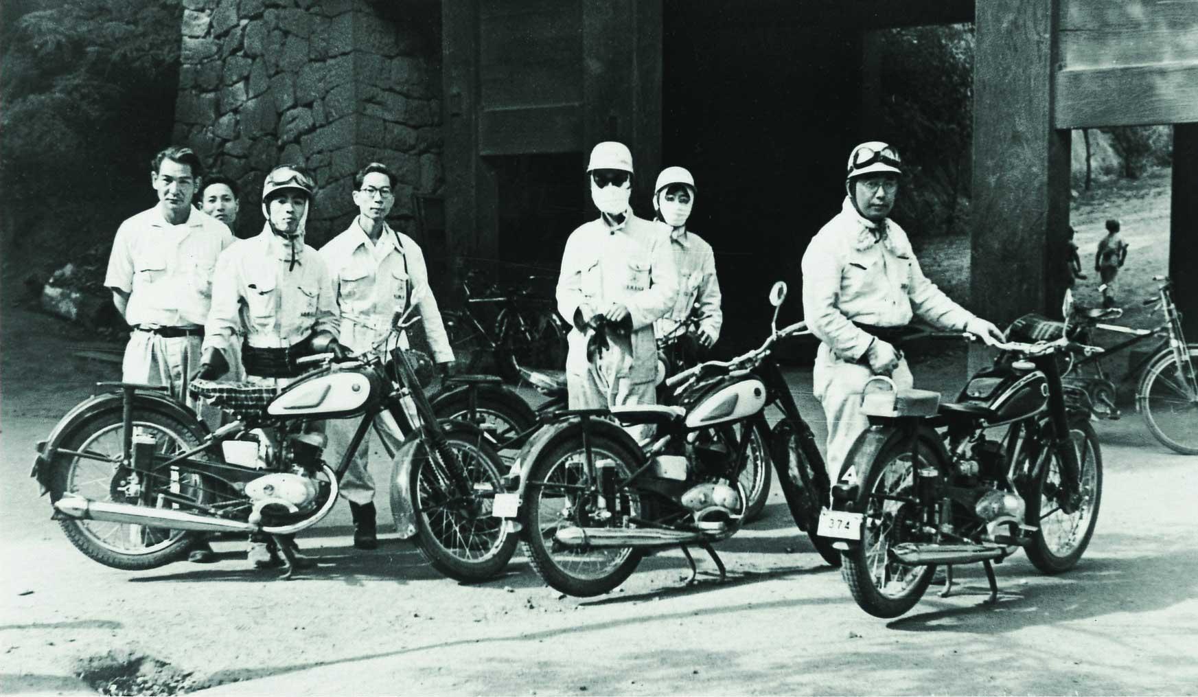 Yamaha celebra 66 anos - Teste de direção da YA-1, que também serviu como inspeção do percurso de Asama (1955, em Kamoro Kaikoen).